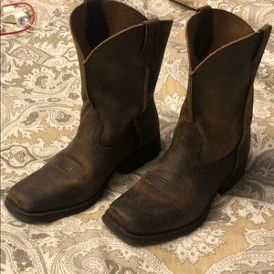 Ariat leather boots. Youth Size 4. Like new!!